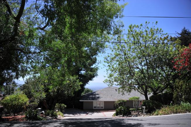 東聖荷西山坡上也有不少房屋屋況好、面積大且房價又比南灣其他山區房屋便宜。(記者江碩涵/攝影)