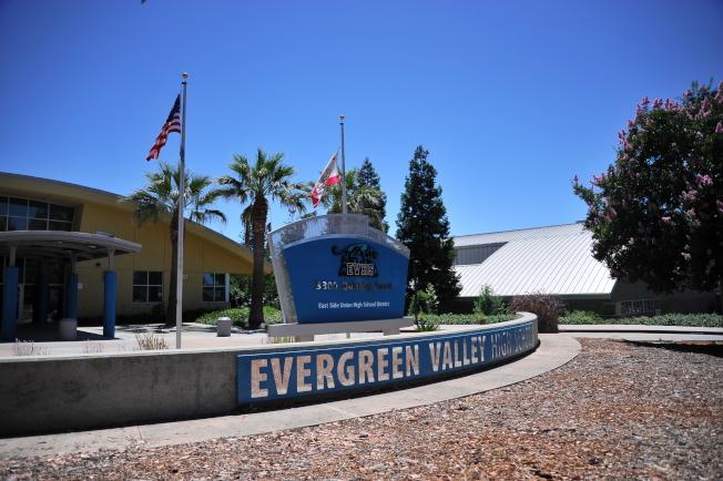 *Evergreen住宅區以九分的Evergreen Valley高中為社區中心。(記者江碩涵/攝影)