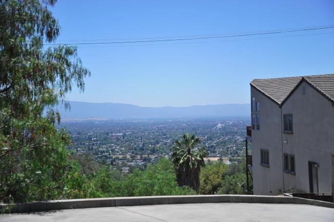 *東聖荷西山上的大宅可俯瞰聖荷西及南灣全景。(記者江碩涵/攝影)
