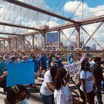 紐約市挺警遊行 千人穿越布魯克林大橋 警察工會參與
