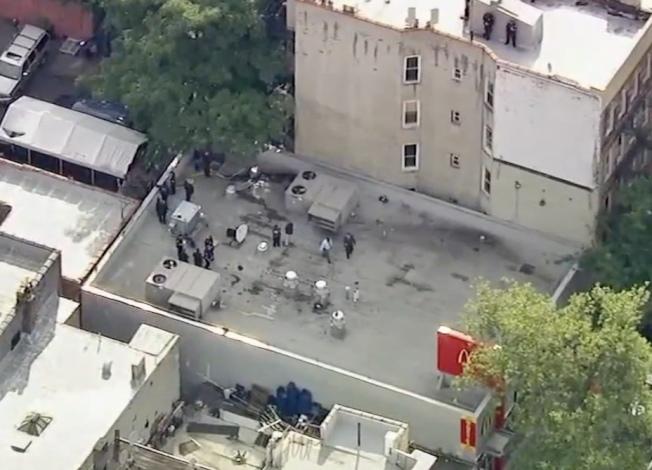 麥當勞餐廳的屋頂驚現男子屍體。(ABC7視頻截圖)