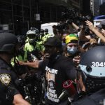 抗警挺警示威爆衝突 市警總警司和多名警員濺血