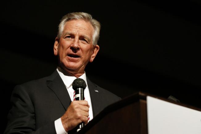 川普總統支持的美足前教練圖博維爾14日在阿拉巴馬州聯邦參議員選舉共和黨二輪初選中獲勝,顯示「川普牌」仍具威力。(美聯社)