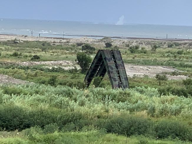 甲南海灘操演現場實施野戰架橋作業。(記者洪哲政/攝影)