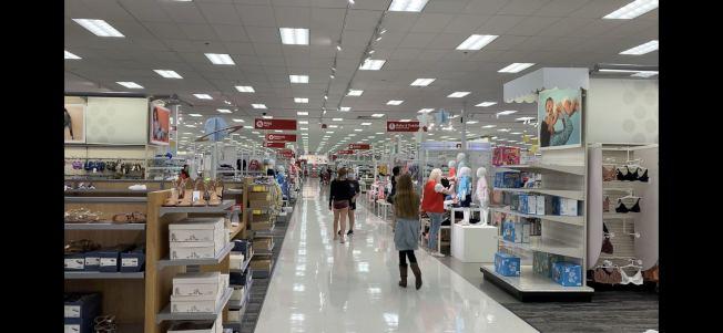 奇諾市Target連鎖百貨並未限制顧客人數。(記者啟鉻/攝影)