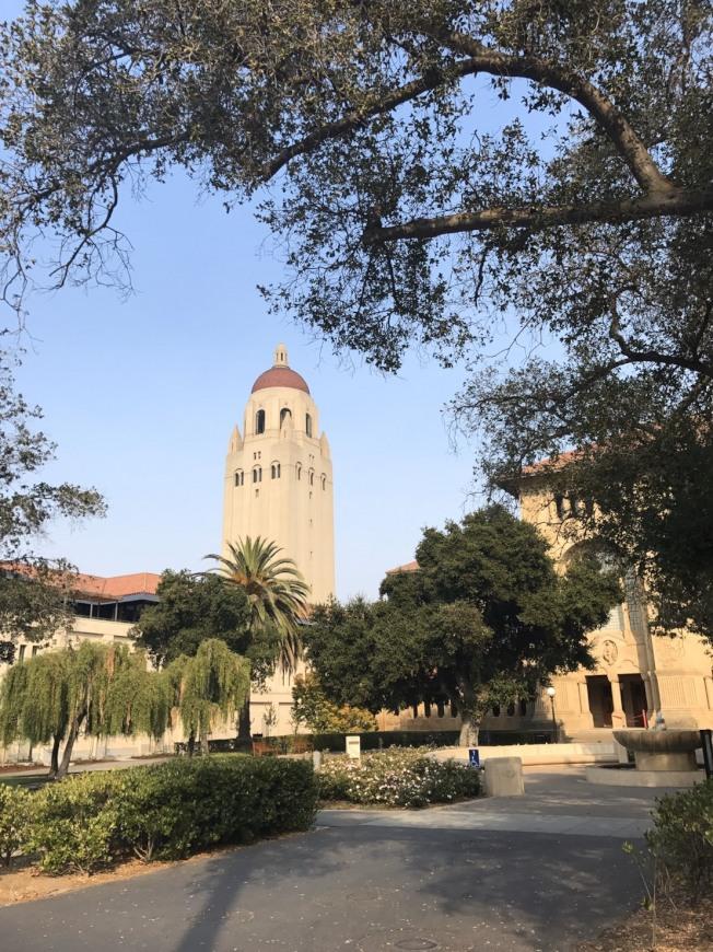 史丹福大學表示,相當高興可以消除國際學生繼續升學的障礙,之後將替國際學生提供秋季班更多計畫。(記者江碩涵/攝影)
