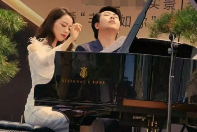 郎朗和吉娜合體演出,傳價碼不如從前。  (取材自中華網)