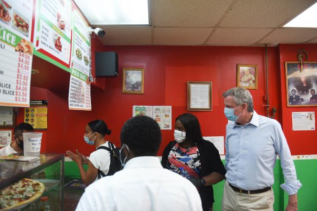 白思豪表示,餐館室內堂食將不在紐約市重啟第四階段的計畫中。(市長辦公室提供)