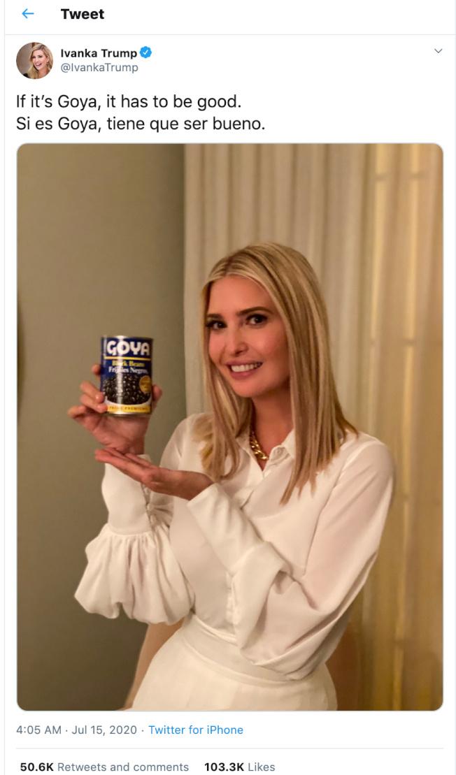 全美最大西語裔食品品牌哥亞食品(Goya Foods)執行長尤納努日前因大讚川普導致商品受到抵制,伊凡卡14日在推特分享一張手持哥亞食品的照片,並寫下:「只要是哥亞的都好吃!」(路透)