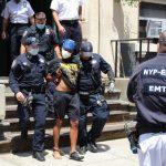 紐約襲警女被捕 豎中指大喊「我誰也沒攻擊」