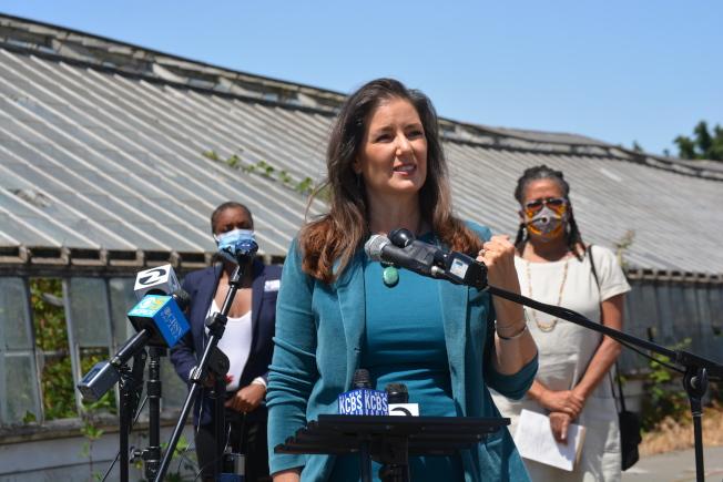 屋崙市長薛麗比表示,這些撥款標誌著,用重大投資為屋崙家庭打造更多可負擔房。在主要的公共交通樞紐附近,建造數百個可負擔房,可以改善氣候,為所有的居民創造一個更健康、更可持續發展的城市。(記者劉先進/攝影)