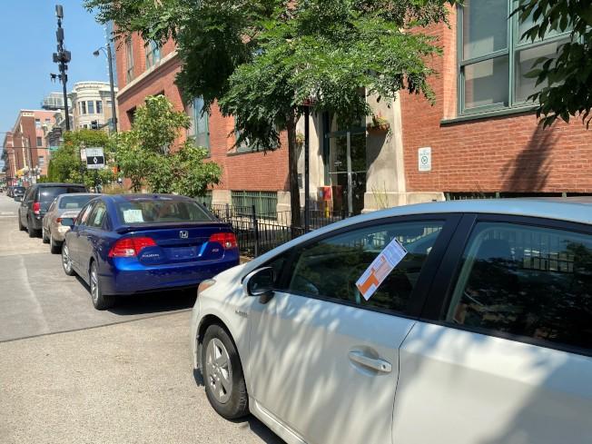 受到疫情影響而暫時取消繳納或罰款的各項芝加哥市府帳單與罰單告一段落,即日起市府已經恢復開立違規停車罰單。(特派員黃惠玲/攝影)