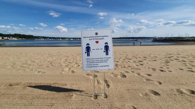 紐約本周末首波熱浪來襲,到海灘也要保持社交距離。(記者王彩鸝/攝影)