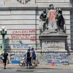 紐約市警開始清理「占領市政廳」營地示威者及周邊塗鴉