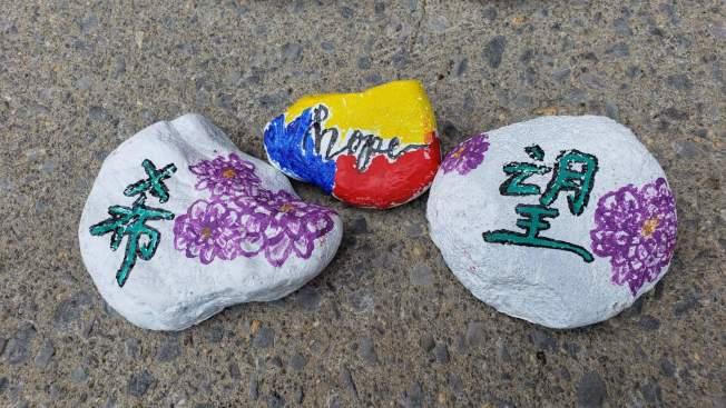 華裔青年朱樂笛所描繪的希望之石。(記者陳幸蘋/攝影)