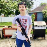 持槍拍照遭罰華生 獲NRA邀約拍視頻 嗆學校:法庭見