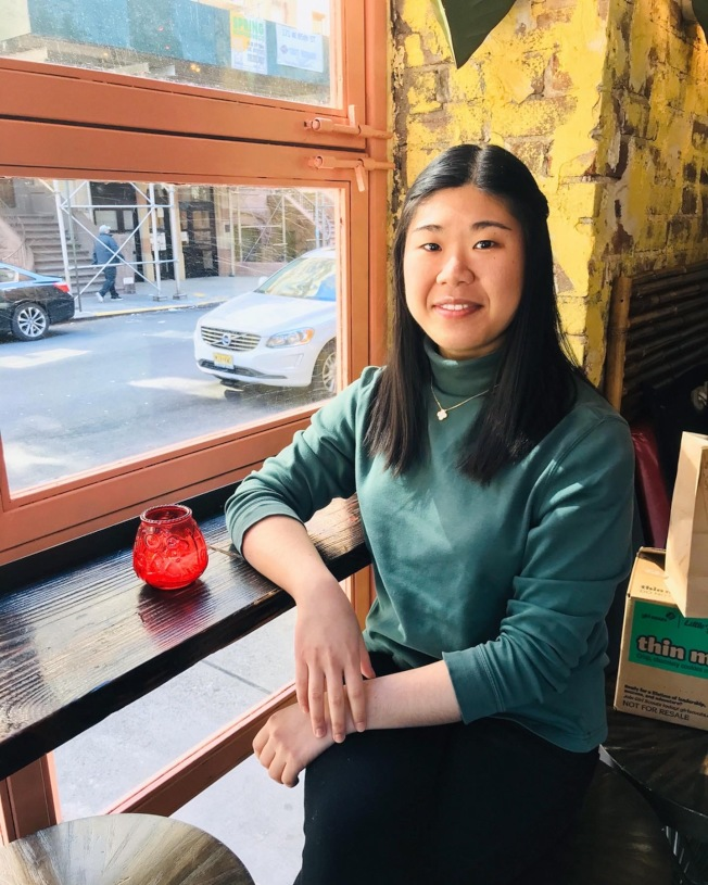 華裔姊妹花石若珂、石若琳創辦非營利組織,幫助亞洲餐館也捐助醫院,圖為姊姊石若珂。(石若珂提供)