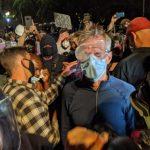 抗爭現場聽意見 波特蘭市長被聯邦幹員噴催淚瓦斯