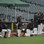 不滿MLB球員下跪 川普延後洋基主場開球