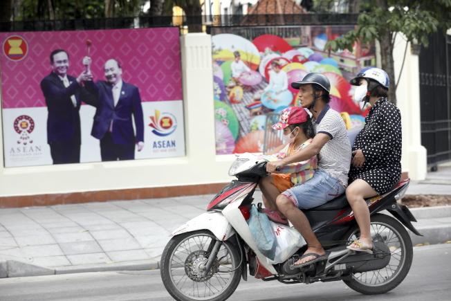 為防控疫情,越南要自峴港撤走8萬旅客。歐新社