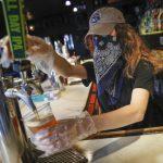葛謨:紐約上周末逾130間酒吧防疫違規 10家被吊銷酒牌