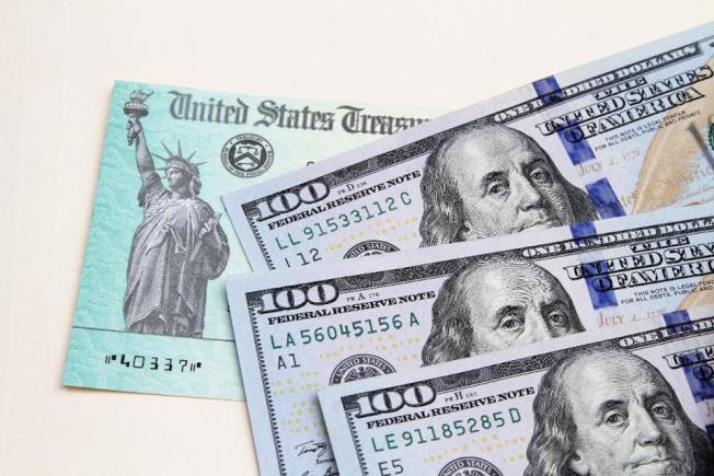 全美有數千萬人引頸等待財政部發出的紓困支票。(Getty Images)