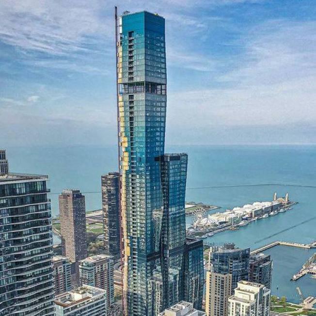 萬達芝加哥大樓由著名女建築師甘金妮(Jeanne Gang)設計。(Chicago Vista Tower臉書)