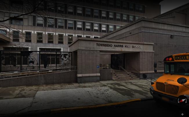 市教育局為求「公平」,撤銷湯森哈里斯高中的大學搭橋項目,12年級生將不能在高中選修大學學分。(取自谷歌地圖)