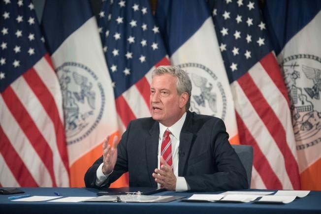 白思豪表示,市府將和超過500家私營企業合作,預計提供超過9800個就業崗位。(紐約市長辦公室提供)