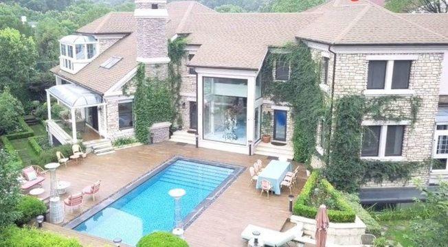 杭州女富婆曬700平米西湖邊豪宅。(取材自遠薦)