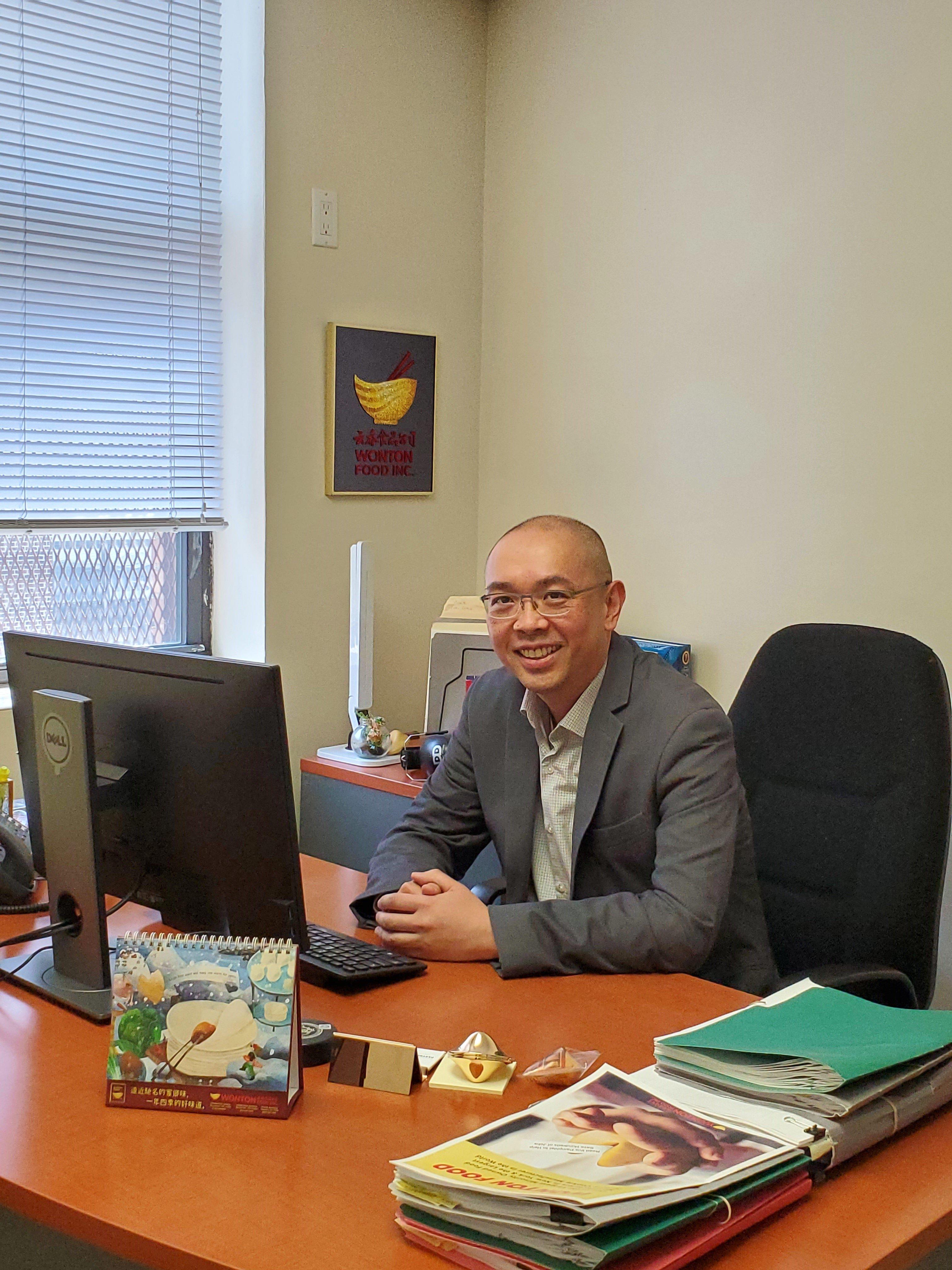 雲吞食品公司人力資源經理陳少明(Tommy Chin)。(陳少明提供)