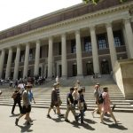 無信心返校安全 波士頓首個高校從混合模式改為全網課