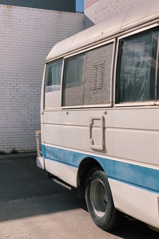 一名法國公車司機因為遵守防疫規定,拒絕讓沒有戴口罩的乘客上車,結果遭到攻擊,6日被宣布腦死。圖為示意圖。(Photo by Lennon Cheng on Unsplash)