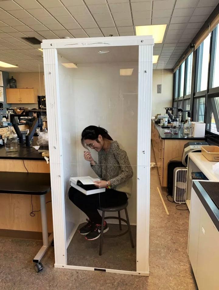 王薇在AP課程時,把自己「關」在「專注箱」。(王薇/提供)
