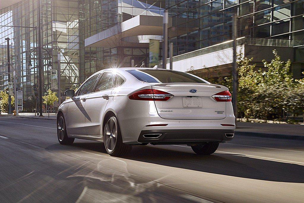 Fusion曾在2014年達到銷量高峰,不過2020上半年,整個市場就已經萎縮。Ford提供