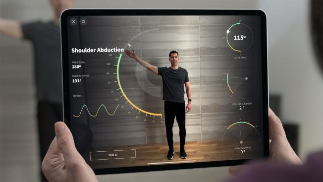 大螢幕、觸控操作簡單、功能跟智慧型手機一樣的平板電腦,對長輩來說更萬用。(圖:蘋果提供)