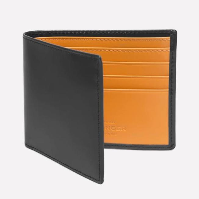 英國老牌Ettinger可客製刻字的皮件,很受消費者喜愛。(圖:Oak Room提供)