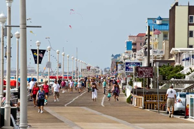 夏季人潮聚集的海洋城31日實行新規,要求在木板路必須戴口罩。(取自海洋城官網)