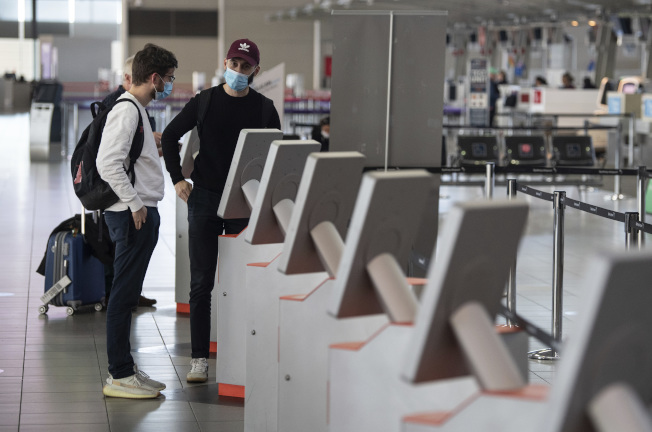 大華府三處主要機場要求戴口罩。(美聯社)