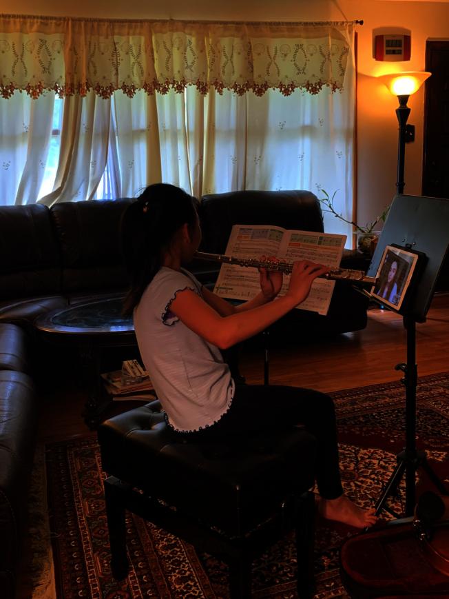 黃佳琳表示,疫情讓學校關停音樂教學,更多家庭有音樂輔導需求,因此對家教平台是一個機遇。(黃佳琳提供)