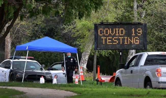 7月是加州疫情最嚴重的一個月,但資料顯示病毒傳播有放緩的趨勢。圖為病毒檢測中心。(Getty Images)