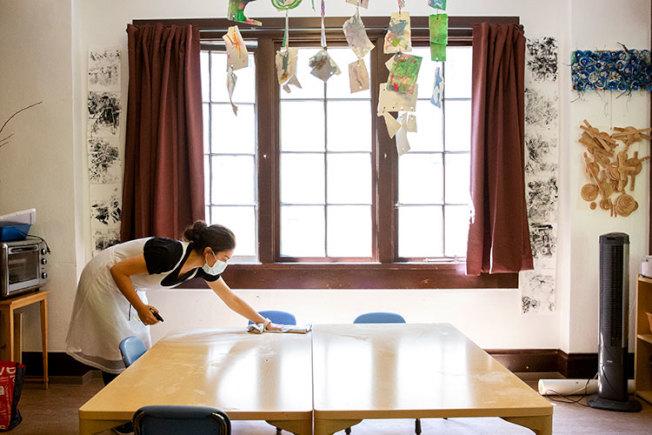柏克萊加大托兒所就業研究中心調查的953家幼托和家庭式托兒所中,有25%關閉。(取自柏加大官網)