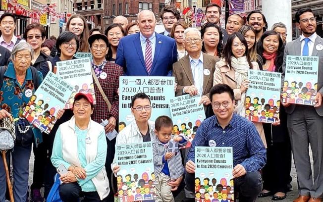波士頓市府、議員、聯邦代表去秋在華埠啟動2020年人口普查。(記者唐嘉麗/攝影)