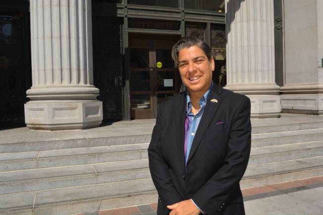 屋崙市議員卡普蘭寫信給加州保險局長拉洛說,疫情後不少保險公司拒絕業務中斷索賠,希望拉洛干預。(記者劉先進/攝影)