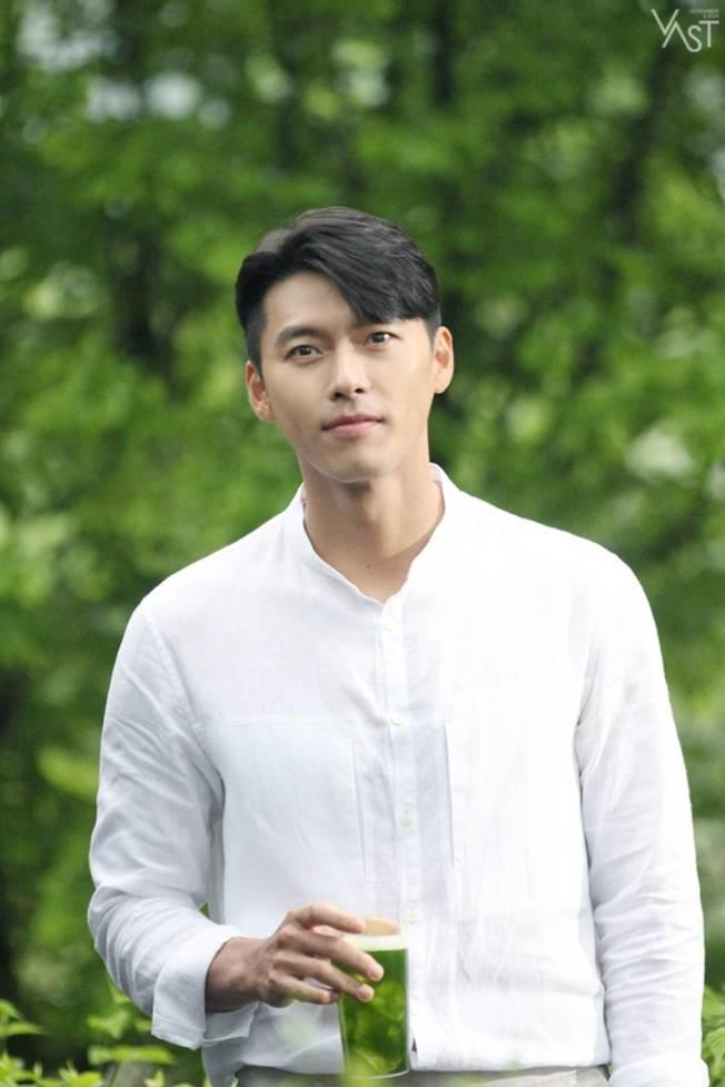 玄彬正在國外拍電影。(取材自臉書)