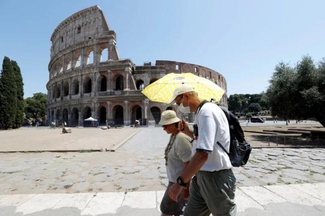 義大利曾是全球新冠肺炎疫情第2嚴重的國家,付出經濟與人命的高昂代價,甚至遭到國際恥笑,但據紐約時報報導,義大利防疫作為儘管並不完美,但如今已成為典範,可供包括美國在內的國家學習。 路透