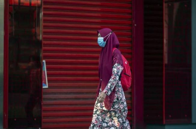馬來西亞今天起全面實施公共場合和搭乘公共交通工具強制戴口罩政策。 歐新社