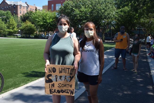 出席活动的外族裔示威者。 (记者颜洁恩/摄影)