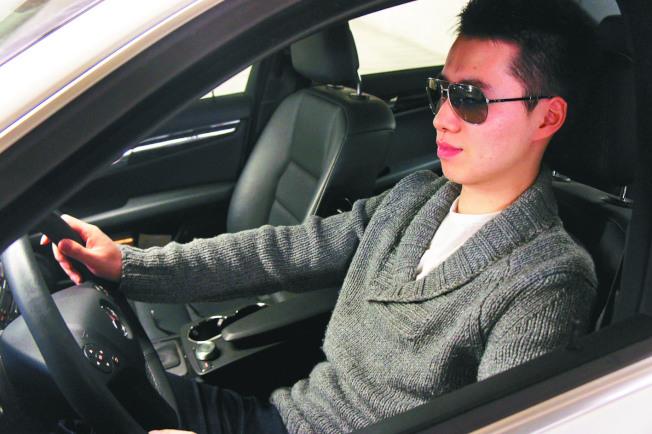 開車駕駛選擇太陽眼鏡時,不宜選擇偏光鏡片。(本報資料照片)