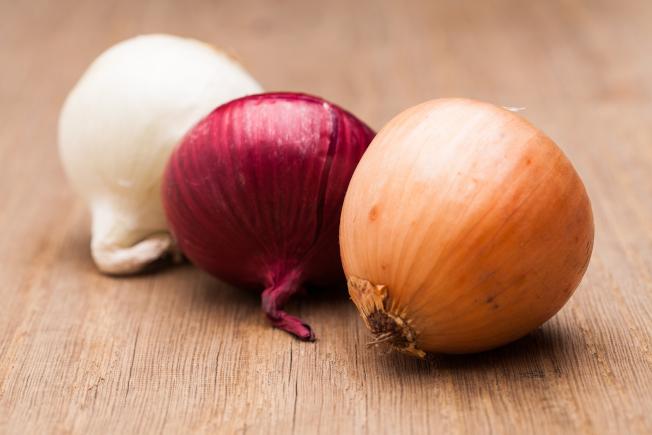 加州生產的紅洋蔥可能帶有沙門氏菌,已知在美國及加拿大至少有500人感染。(取材自推特)